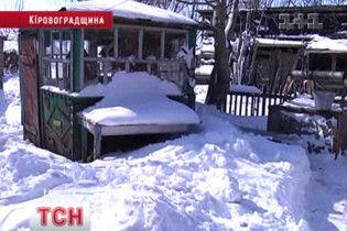 На Кіровоградщині мешканці хутора вирили снігові тунелі між дворами