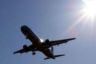 Очевидець: з російського літака у повітрі випала людина