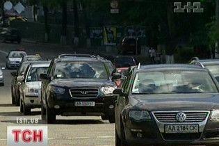Чиновники купують дорогі авто всупереч забороні Азарова