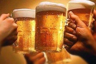 Вчені: після літра пива всі жінки стають красунями