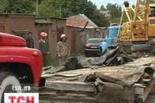 У Дніпрі зсув грунту розтрощив десятки гаражів