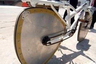 Китаєць створив велосипед з трикутними колесами