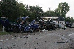 На Житомирщині в ДТП зіштовхнулись три машини і автобус: є жертви