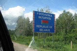 Дев'ятирічна українка щодня ходить до школи через кордон в Білорусь