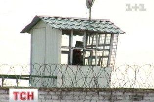 В колонії на Хмельниччині ув'язнені порізали вени