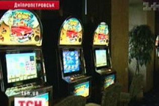 У Дніпропетровську школярів відучають від ігрових автоматів штрафами