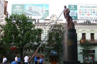 Київські націоналісти спотворили пам'ятник Леніну