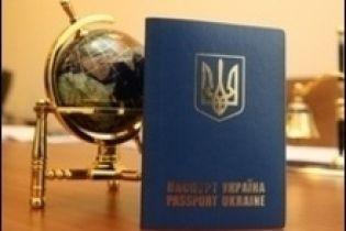 Посольства не визнають нових паспортів