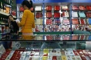 Китайським чиновникам наказали викурювати 230 тисяч пачок цигарок в рік