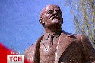 Ректор КПІ відмовився відраховувати студента, який відбив Леніну ніс