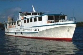 """Евакуйований екіпаж з """"Корсуна"""", який сів на мілину у гирлі Дунаю"""