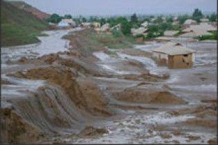 Селеві потоки затопили три селища в Таджикистані