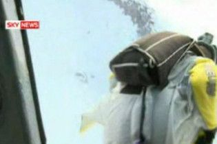 Парашутист залишився живий, впавши з висоти 2 км