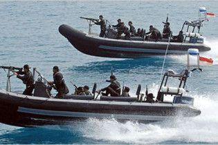 МЗС: на захопленому піратами судні достатньо харчів і пального
