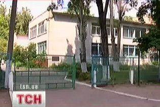 У Дніпропетровську директорка школи брала хабарі технікою