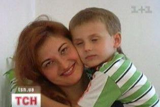 Італієць намагається відсудити в українки-матері сина