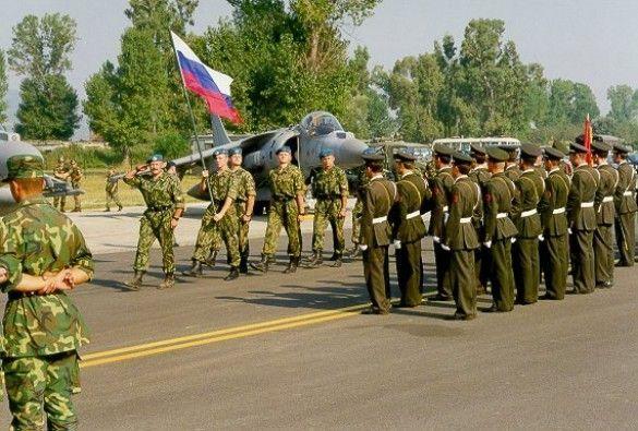 Російські війська (Фото: www.afsouth.nato.int)