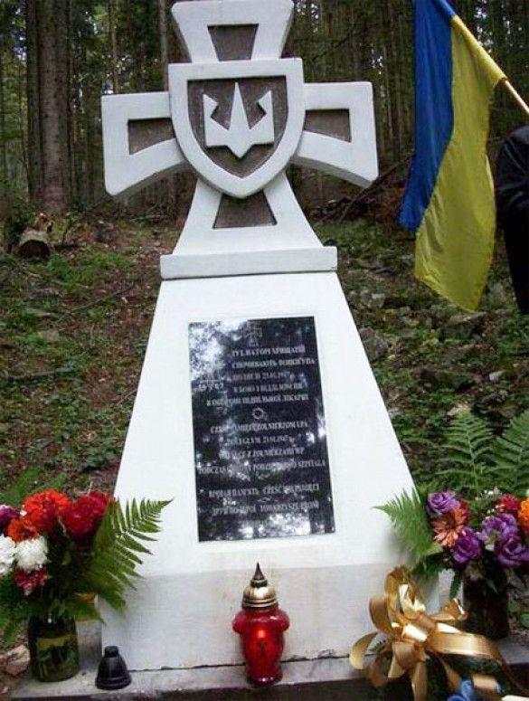 Пам'ятник УПА біля гори Хрещата в Польщі