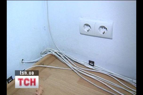 Київський чиновник встановив приховані камери у туалетах своєї установи