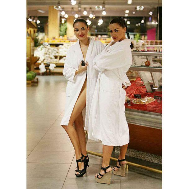Гола Астаф'єва з подругою окупували одеський супермаркет