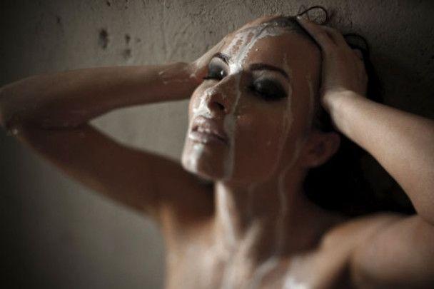 Надія Мейхер випустила збірку еротичних віршів