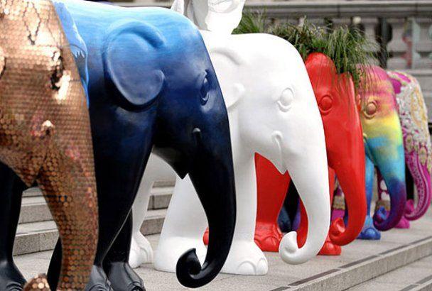 Дизайнерський парад слонів у Лондоні