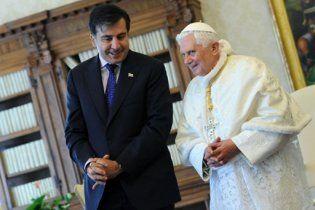 Папа Римський подарував Саакашвілі сувенірну ручку