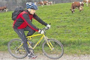 У Швейцарії міністр оборони їздить на роботу на велосипеді