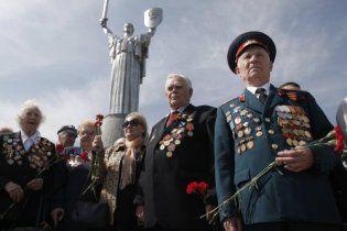 Янукович пообіцяв підвищити пенсії ветеранам на 25%