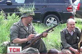 Білоруські партизани видали киянам паспорти новоствореної держави