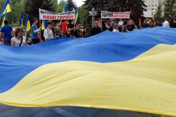 """У Тернополі провели акцію """"Збудуй кораблик Януковичу"""""""