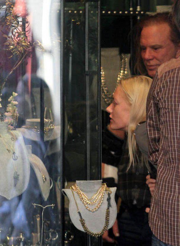 Міккі Рурк не хоче одружуватись із Анастасією Макаренко
