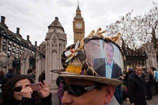Британським міністрам заборонили мобільні телефони