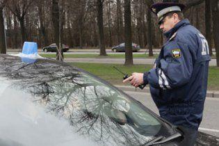 Російські даішники визнали відерце на даху машини спецсигналом
