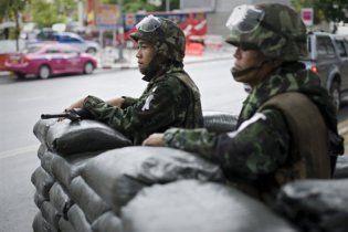 Армія Таїланду оточила табір опозиціонерів у Бангкоку бронетехнікою