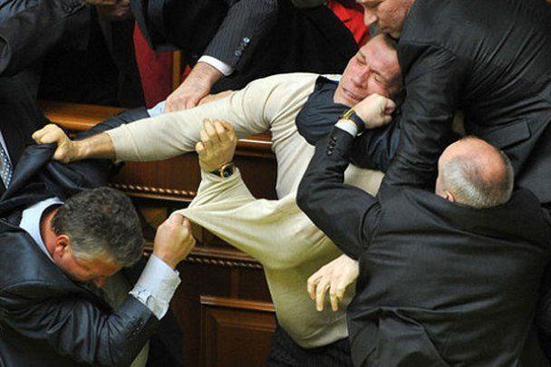 Янукович: бійки у Раді необхідно припиняти – не слід ганьбити країну