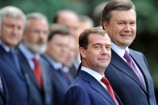 Західні ЗМІ: Янукович стоїть перед Москвою на задніх лапках