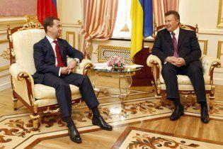 """Мєдвєдєв привітав Януковича і нагадав про """"низку амбітних завдань"""""""