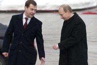 Рейтинг довіри до тандему Мєдвєдєв-Путін впав до рекордного мінімуму