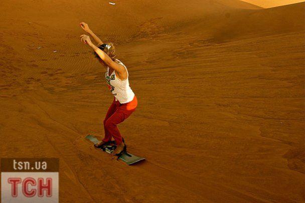 Лобода в Дубаї освоїла їзду на борді по піску