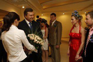 """Янукович відкрив """"Палац щастя"""" в Луганську"""
