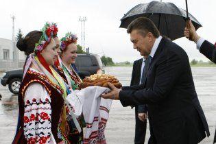 У Львові Януковича пообіцяли зустріти яйцями