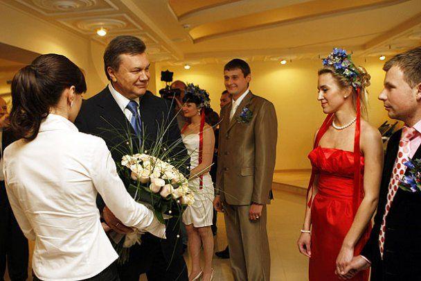 """Янукович відкрив """"Палац щастя"""""""