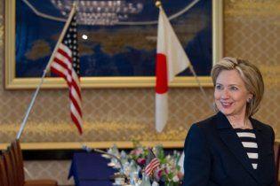 """Клінтон відправилася в азійське турне на хвилі """"корейської торпеди"""""""