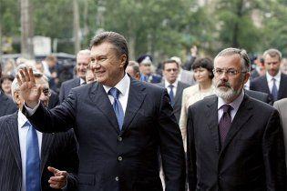 Янукович пообіцяв контролювати освітні реформи Табачника