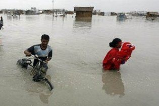 """Жертвами циклону """"Лайла"""" в Індії стали 27 людей"""
