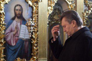 Янукович з Азаровим та Литвиним помолилися у Лаврі