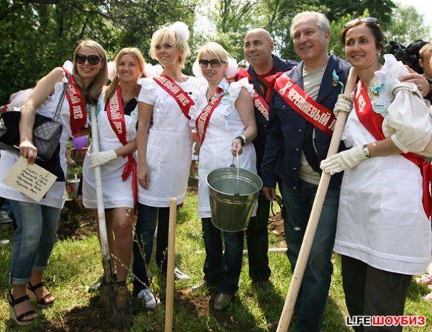 Кіркоров у шкільній формі саджав дерева