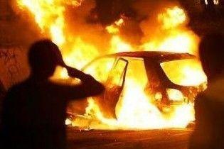 У Києві згоріли два автомобілі (відео)
