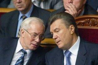 Янукович доручив Азарову перевірити законопроекти Тимошенко